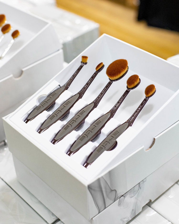 Artis Brush Sample Sale in Images
