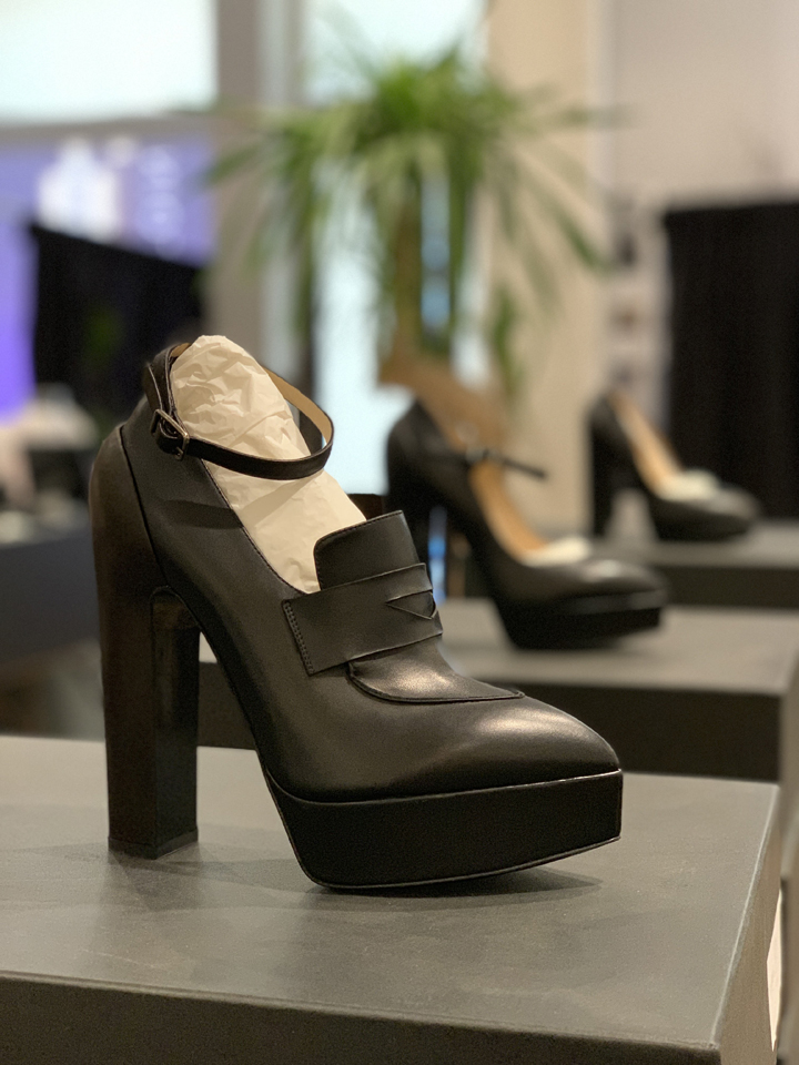 Vera Wang Sample Sale in Images Footwear