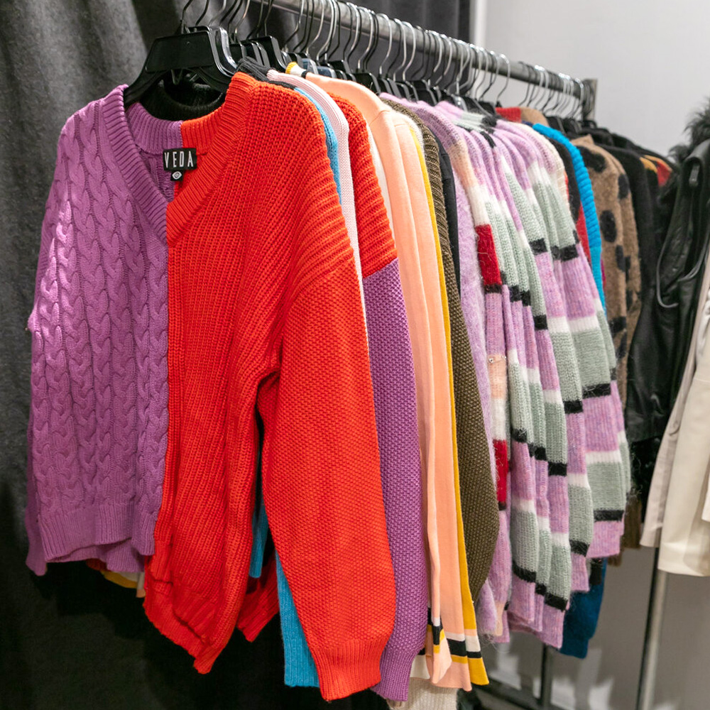 260 Sample Sale Final Sale in Images