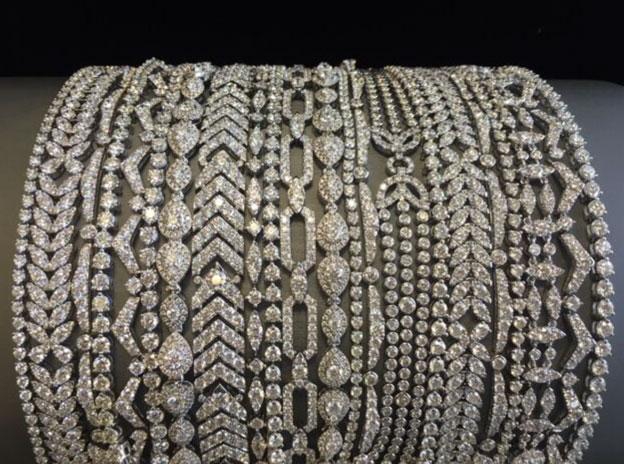 Katy Perry Wears Hearts on Fire Diamond Bracelets