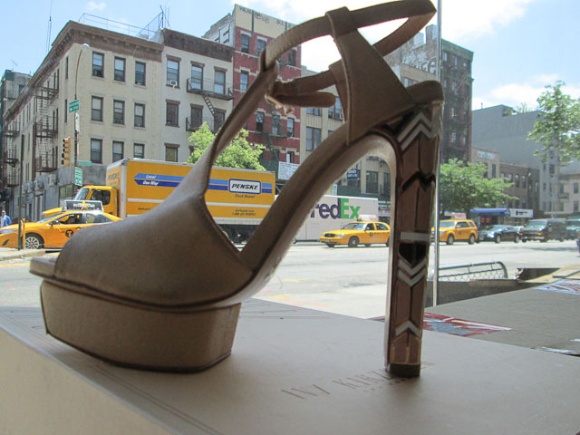 Sculptural art deco platforms in nude pink and beige