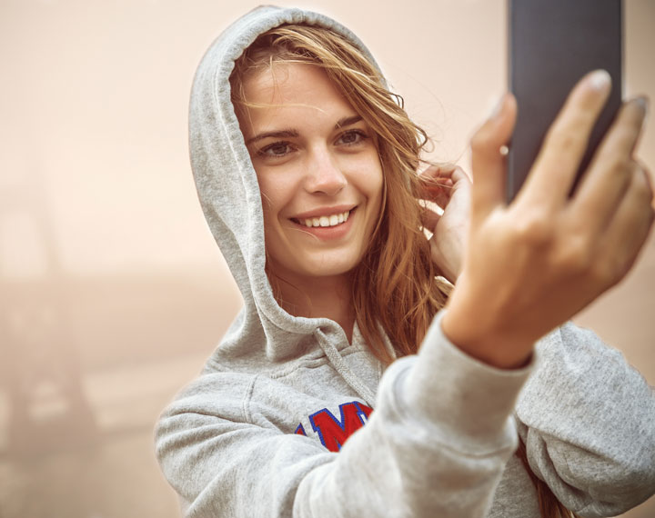 Everything You Need to Know About Taking a Tasteful, Sexy Selfie