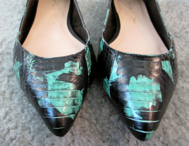 Turquoise snake skin pumps