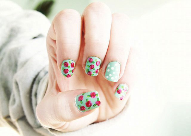 Vintage roses in mint-green and pink- Nail Art Trends