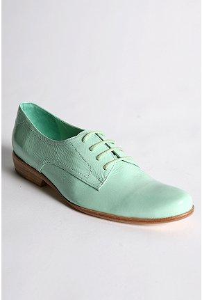 men's footwear for women