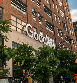 Google Wants to Beat Apple at Its Own Retail Game